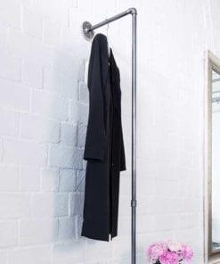Industrial Style Garderobe Flur Wandgarderobe Ankleide Garderobenstange Kleiderstange Temperguss Wasserrohr selber bauen