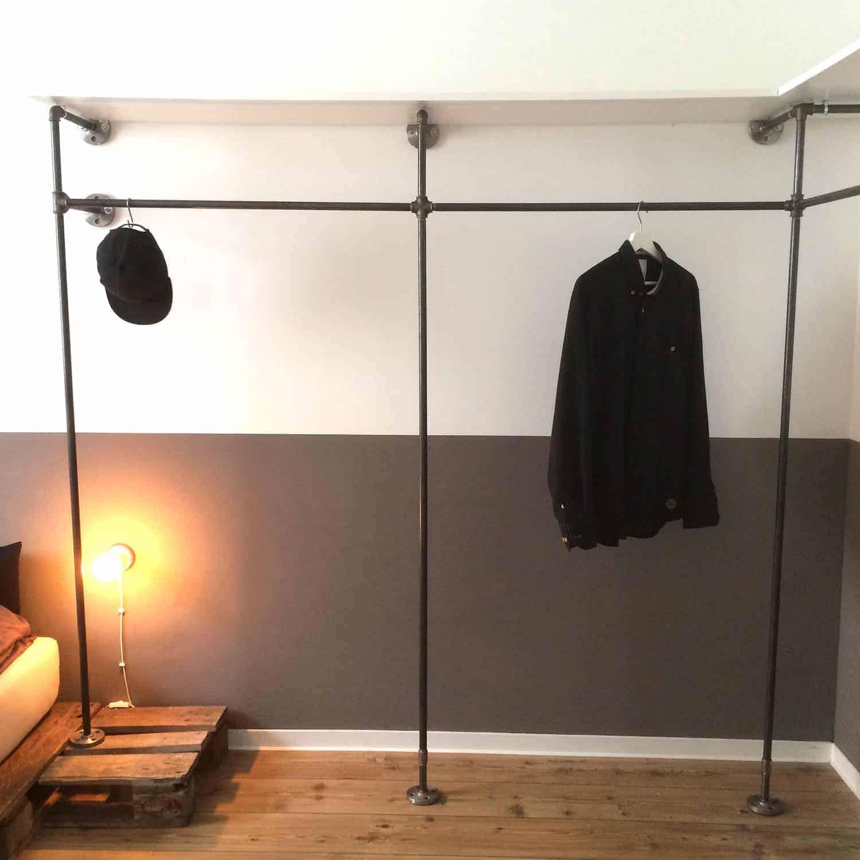 Wasserrohr Kleiderschrank im Industrial Design offenes Garderobensystem