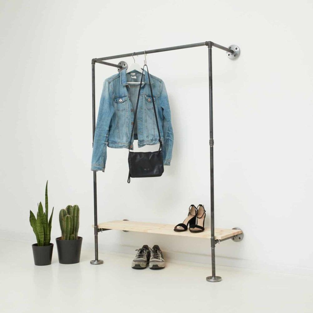 Kleiderschranksysrem Industrial Design Wandmontage Wasserrohr und Temperguss Fittings Ankleide Flur