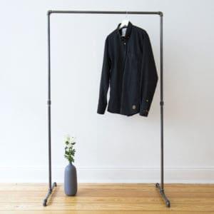 Kleiderstaender freistehend Industrial Design Stahlrohr Wasserrohr Temperguss Moebel
