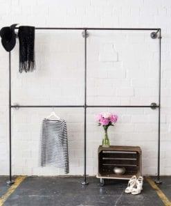 Aufbewahungssystem Garderobenstange Industriedesign aus Heizungsrohr und Temperguss Rohrmoebel selber bauen fuer Ladeneinrichtung