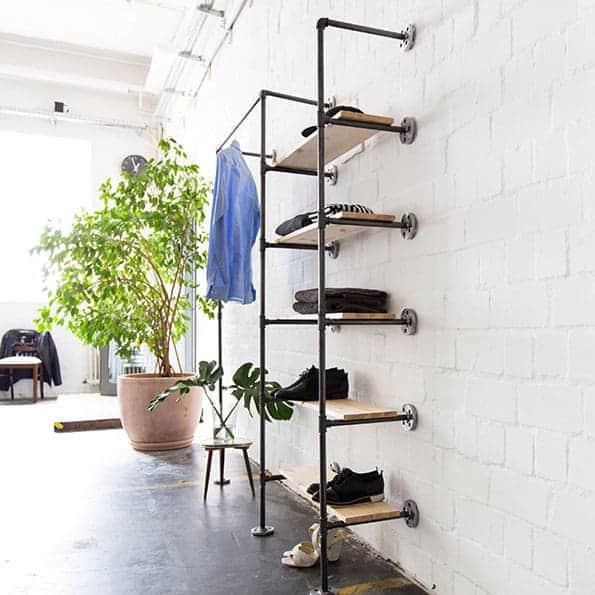 Schranksystem im Industrial Style aus Metall Stahlrihr und Temperguss zur Wandmontage Ladeneinrichtung selber bauen