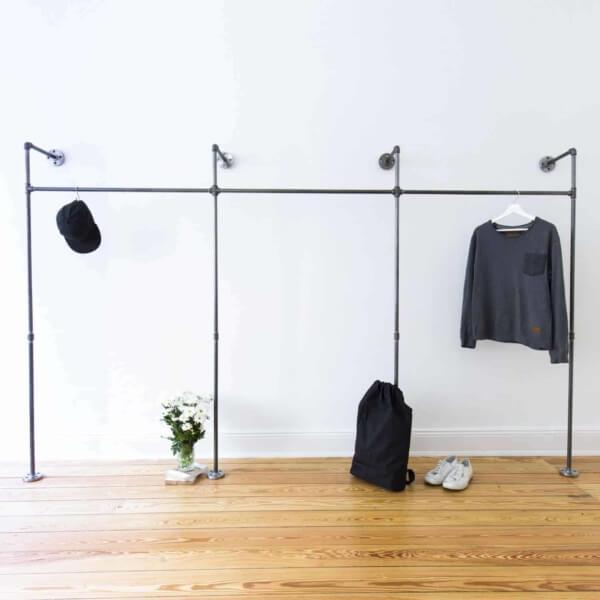 Offener Kleiderschrank Industrial Design Stahlrohr Temperguss fuer begehbare Ankleide
