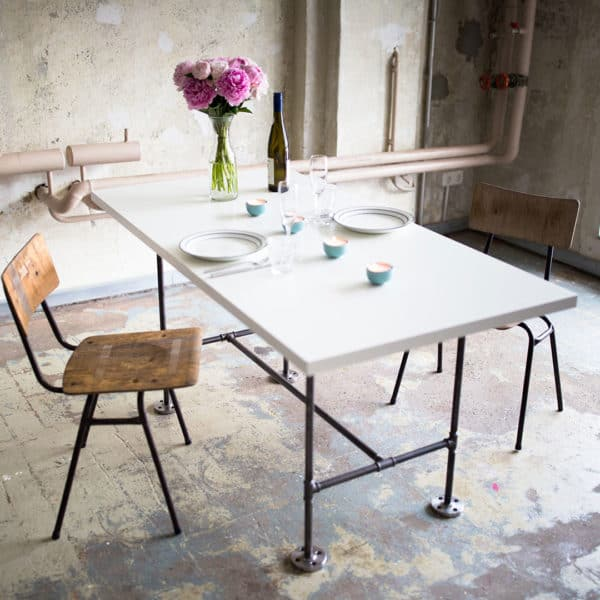 Esstisch Schreibtisch Industrial Design Wunschgroesse Tischplatte auf Maß Stahlrohr Temperguss Moebel