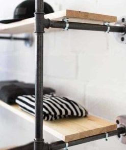 Temperguß Möbel Wandregal Rohr Garderobe Stahlrohr Industrial Design Industriedesign Offener Kleiderschrank Walk-In Closet Kleiderschranksystem