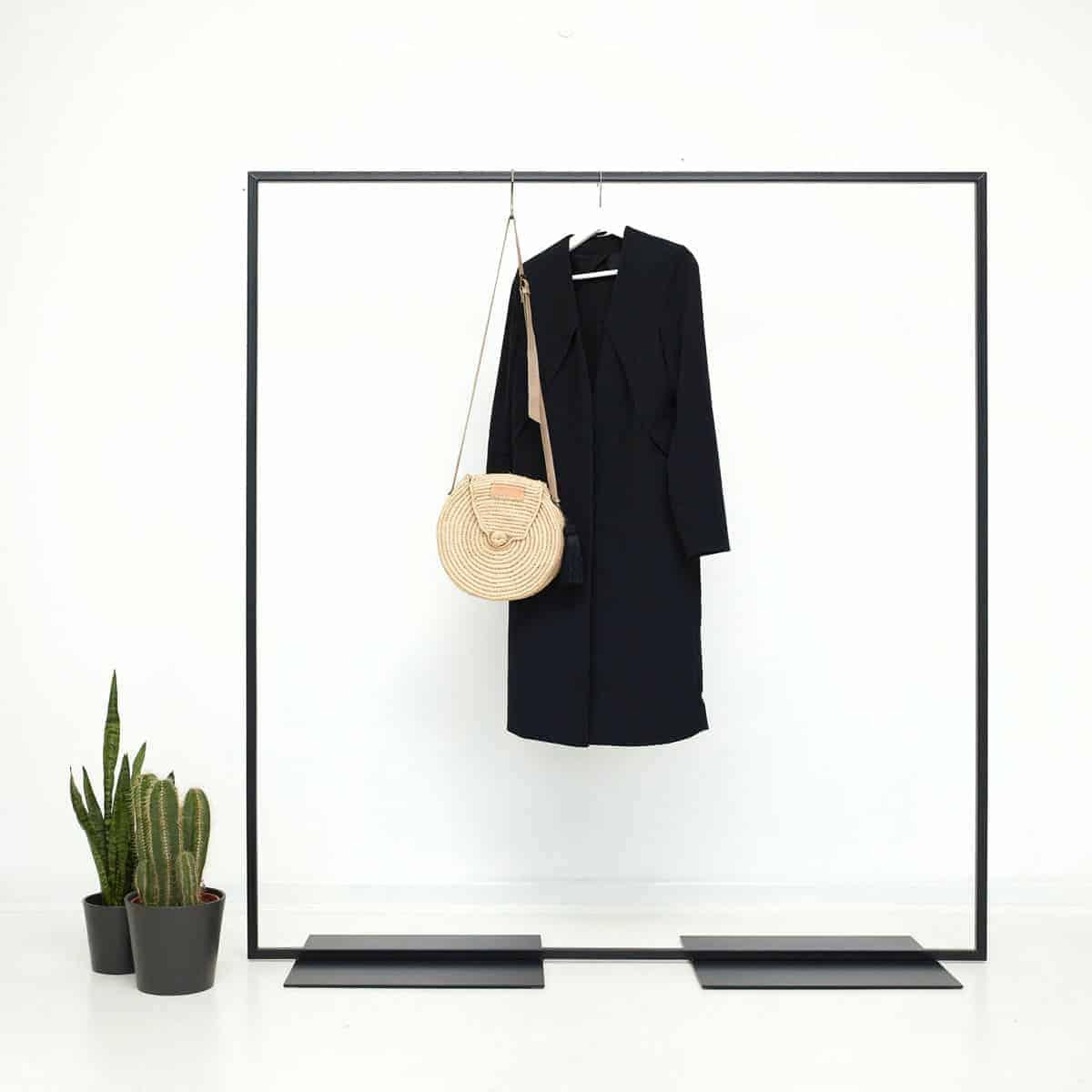Freistehender Kleiderständer Ladenausstattung Ladeneinrichtung skandinavisch Industrial Design Stahl geschweisst schwarz pulverbeschichtet