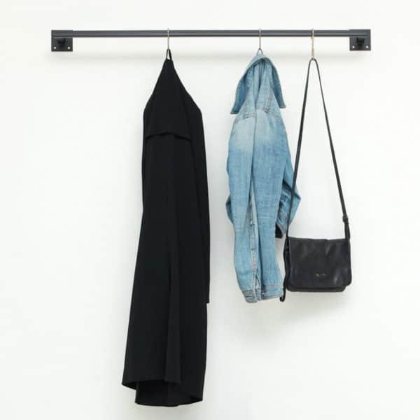 Industriedesign Kleiderstange Metall pulverbeschichtet Vierkantrohr Eckig schwarz Kleiderleiste Garderobenleiste