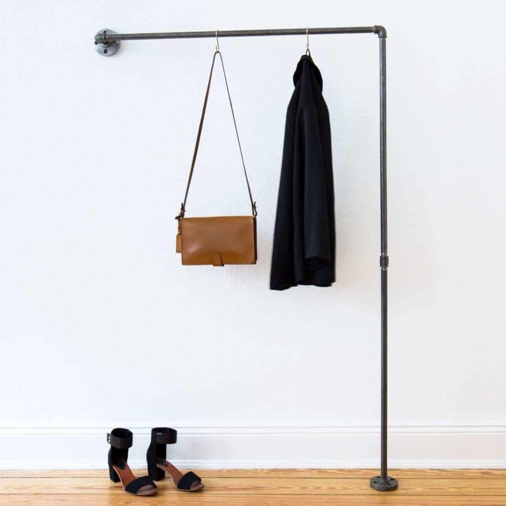 Garderobe Industrial Design L-Form schmaler Flur aus Wasserrohr Temperguss Moebel Garderobenstange Jacke
