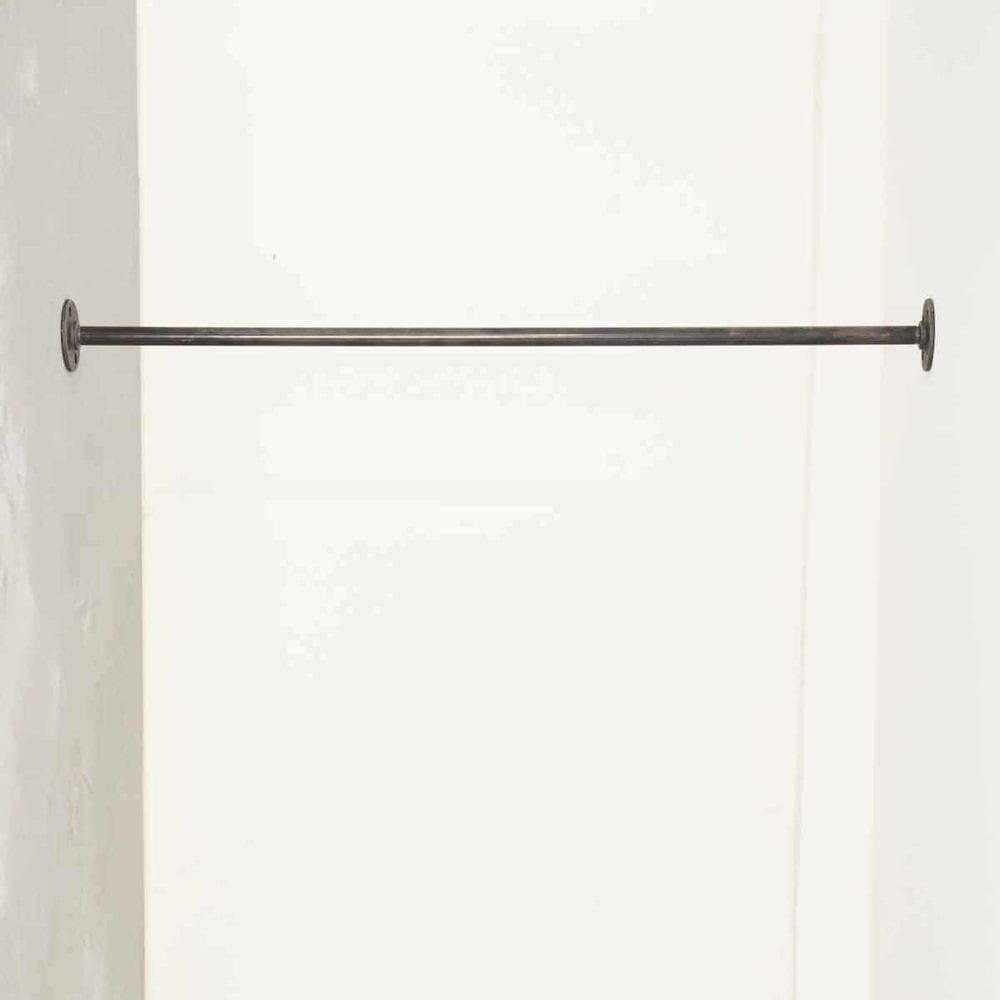 Kleiderstange Industrial Design zwischen Wand Wänden in Wunschgröße auf Maß aus Wasserrohr Temperguss schwarz