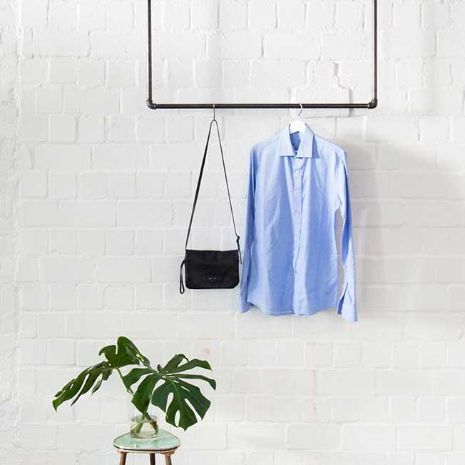 Kleiderstange Industrial Design an der Decke