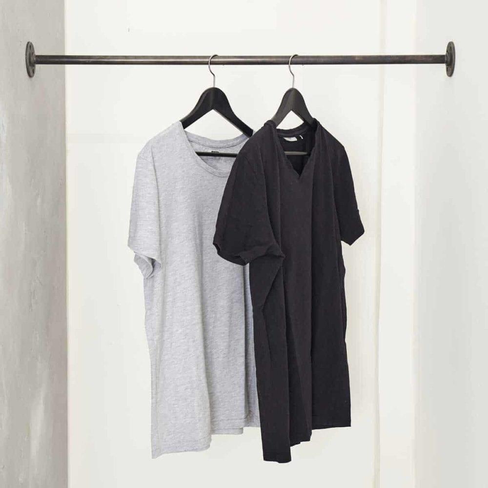 Kleiderstange zwischen zwei Wänden passgenau Nische Industrial Design Wasserrohr Wand zu Wand Garderobenstange