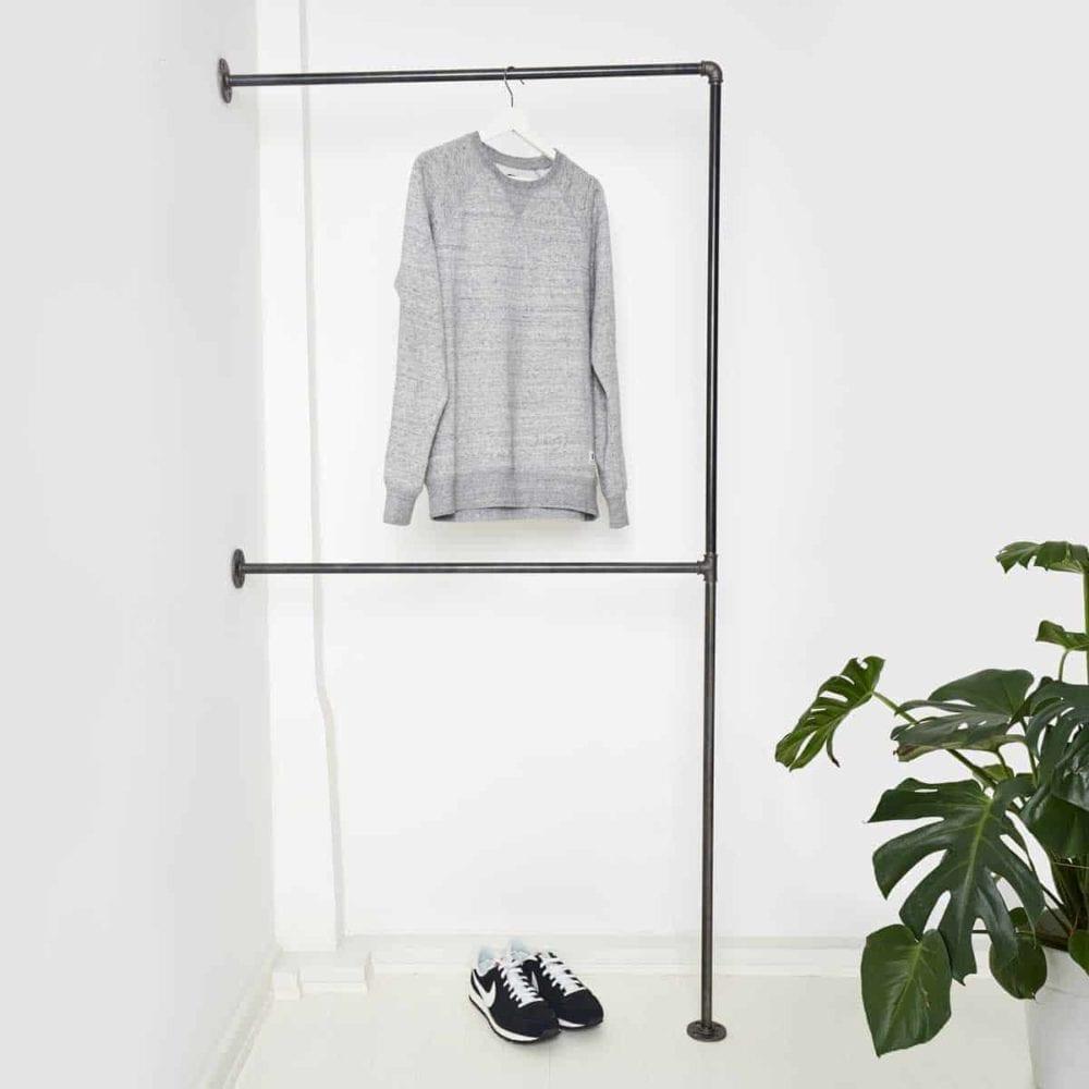 Garderobe Industriedesign Kleiderständer mit Kleiderstange doppelt aus Wasserrohr Heizungsrohr Metall Temperguss schwarz