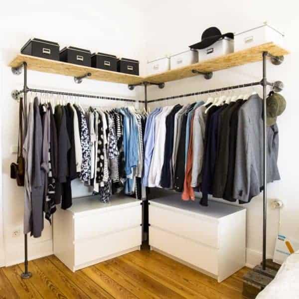 Offener Industrial Design Kleiderschrank Ecke Regal als Ankleidesystem aus Stahlrohr