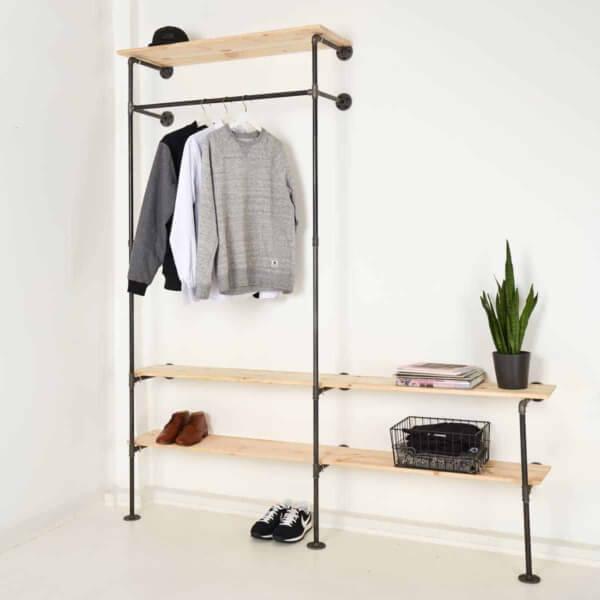 Kleiderständer Industrial Design aus Stahlrohr mit Regalablage als Garderobe im Flur