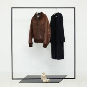 Garderobenstaender skandinavisch Metall schwarz pulverbeschichtet geschweisst Kleiderstaender freistehend Ladeneinrichtung
