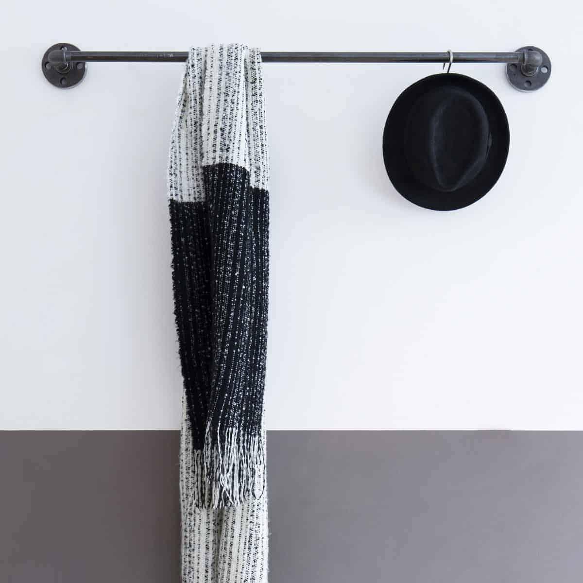 Wandmontiertes Metallrohr Badetuchhalter Schwarz Industrie Design aus Metall Eisen